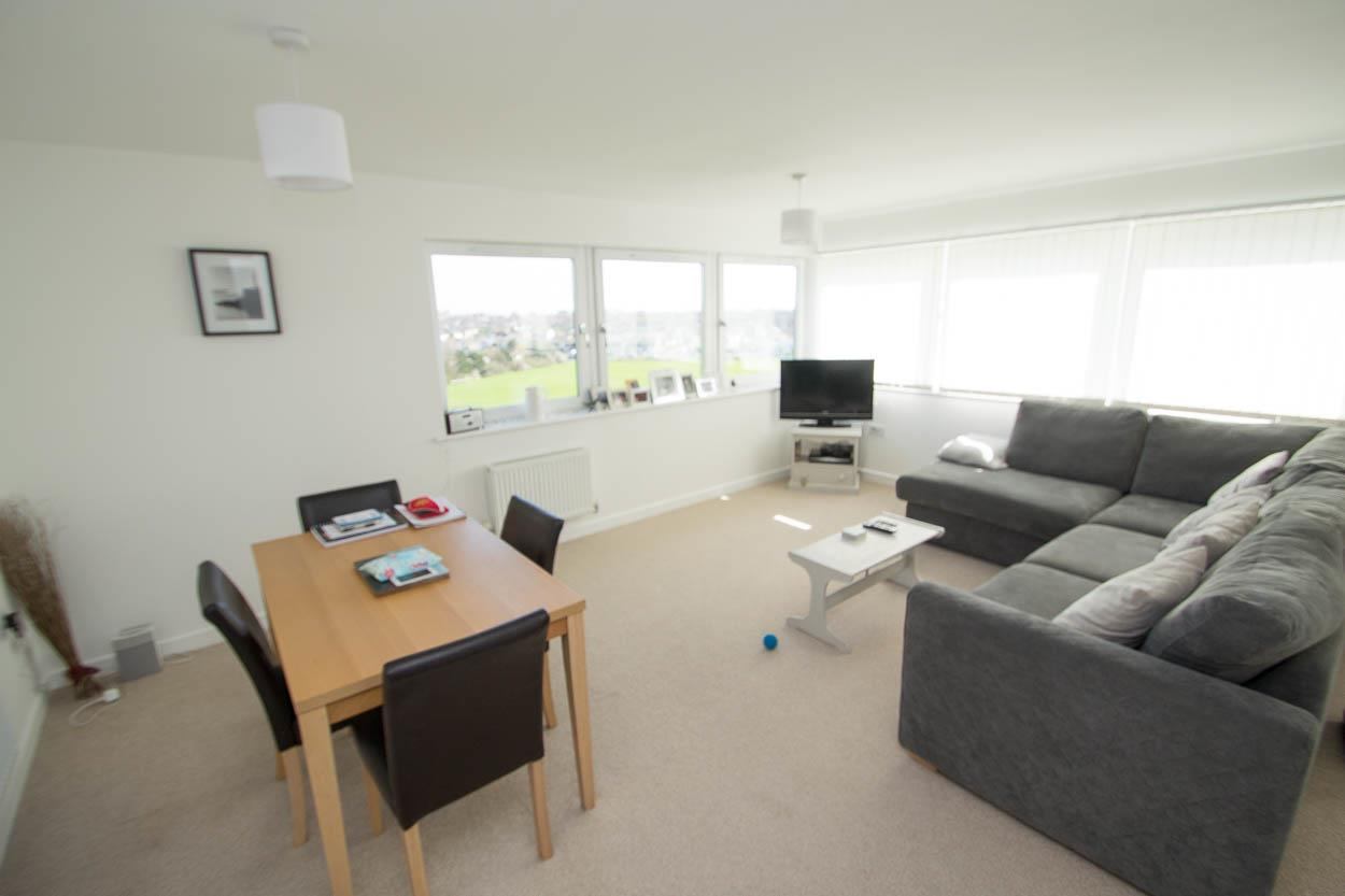 2 Bedrooms Flat for sale in Penshurst House, Groombridge Avenue, Eastbourne